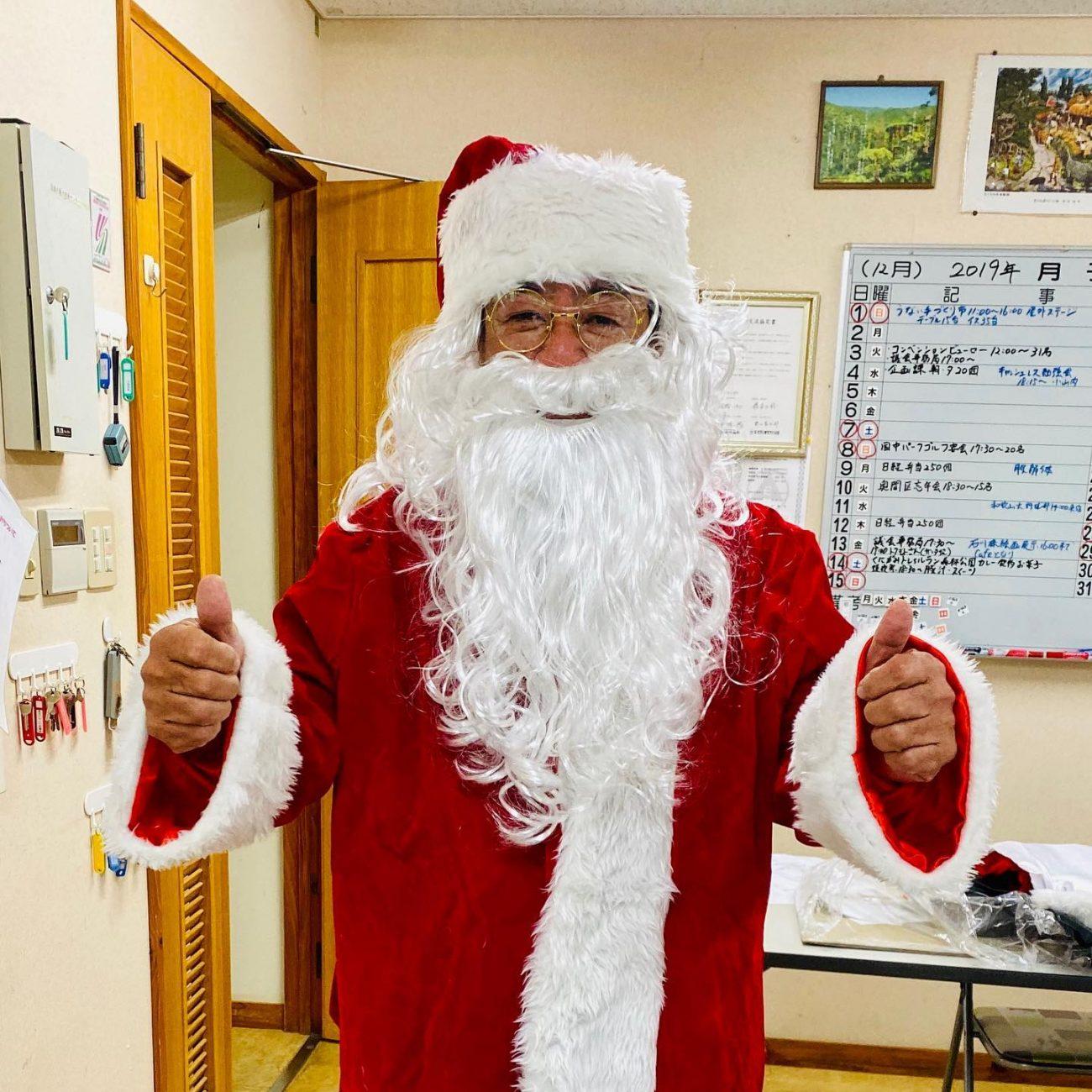道の駅ゆいゆい国頭のクリスマスイベント サンタがやってくる 平良勇支配人